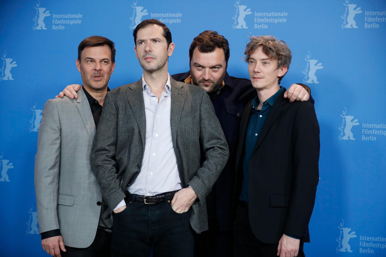 François Ozon, réalisateur de « Grace à Dieu », avec les acteurs du film : Swann Arlaud, Denis Ménochet, Melvil Poupaud, lors de la 69e Berlinale.