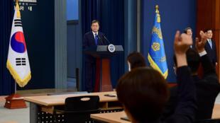 Tổng thống Hàn Quốc Moon Jae In phát biểu nhân dịp kỉ niệm 3 năm ngày nhậm chức tổng thống, phủ tổng thống, Seoul, ngày 10/05/2020.