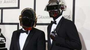 Всемирно известный французский электронный дуэт Daft Punk заявил о том, что распадается после 28 лет существования.
