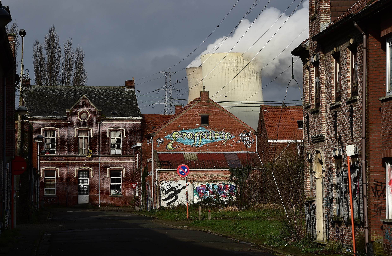 Tháp làm nguội tại nhà máy điện hạt nhân Doel tại Bỉ. Ảnh chụp hôm 12/01/2016.
