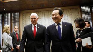 Le vice-président américain Mike Pence a rencontré le Premier ministre sud-coréen par intérim, Hwang Kyo-han, le 17 avril 2017.