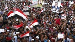 Egípcios pró Mursi ocuparam a praça Rabaa Adawiya, entre outras, no Cairo, neste domingo, 11 de agosto de 2013.