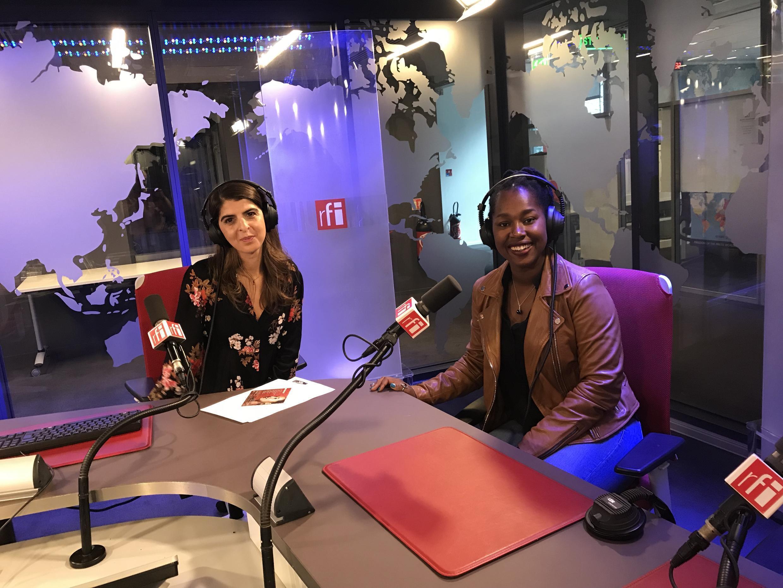 Élida Almeida, cantora cabo-verdiana nos estúdios da RFI em Paris.