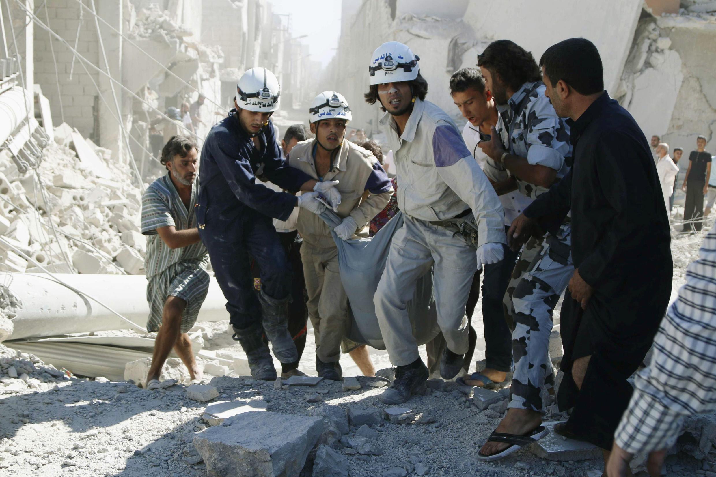 Những người Áo Trắng giải cứu nạn nhân tại Aleppo, Syria, ngày 20/09/2014.