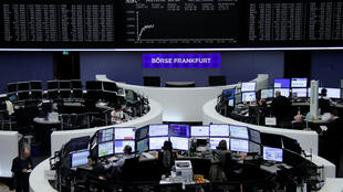 La Bourse de Francfort évoluait mardi 6 février en forte baisse (Dax:-2,03%) dans la foulée des plongeons des Bourses américaine et japonaise.