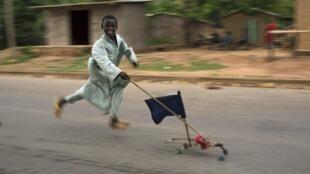 Un enfant dans une rue de Bangui, le 12 mars dernier.