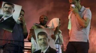 Protestos nas ruas do Cairo pro- Mursi, 15 de julho de 2013.