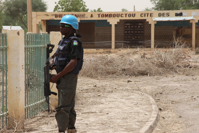 Un casque bleu de la Minusma à Tombouctou, dans le nord du Mali.