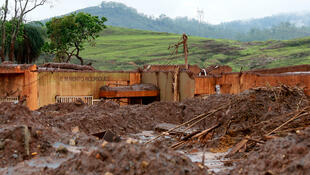 Bento Rodrigues, no município de Mariana, alguns dias após o rompimento da barragem da Mineradora Samarco 19/11/2015.