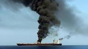 Ảnh chụp từ chương trình của kênh truyền hình nhà nước Iran nói về một trong hai chiếc tàu chở nhiên liệu bị tấn công trong biển Oman, ngày 13/06/2019.
