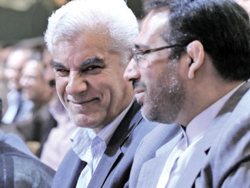 محمود بهمنی، شمس الدین حسینی رییس کل بانک مرکزی و وزیر اقتصاد و دارایی