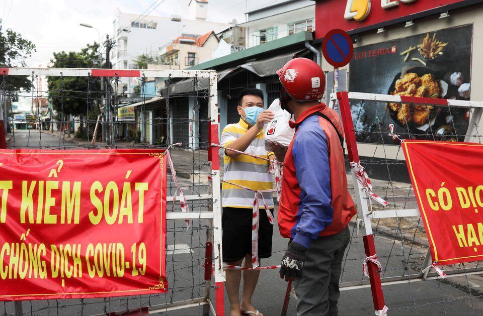 Saigon_Covid_Barrier