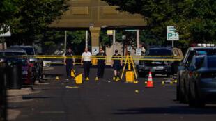 Des responsables enquêtent sur les lieux après un tir de masse à Dayton, Ohio, États-Unis, le 4 août 2019.