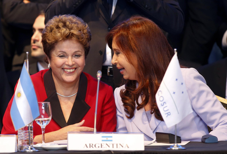 Microfone aberto revela conversa entre Cristina Kirchner e a presidente Dilma Rousseff
