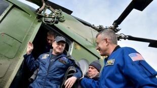 Nhóm phi hành gia ISS trở về Trái Đất sau 340 ngày trên Trạm Không Gian Quốc Tế.