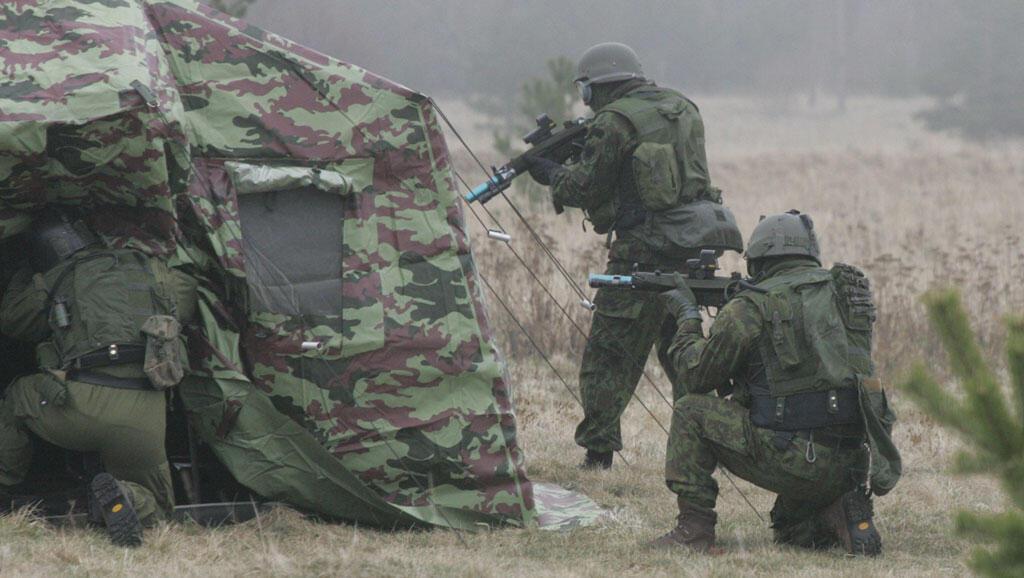 Des soldats des forces spéciales lituaniennes en pleine opération.