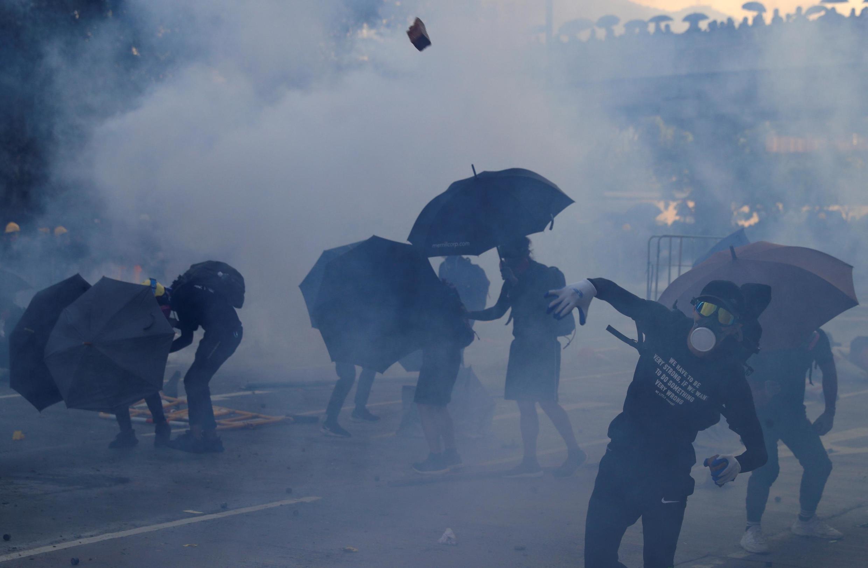 Polícia utilizou gás lacrimogênio contra manifestantes em Hong Kong.