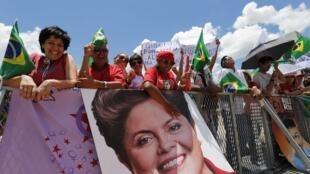 Des partisans de Dilma Rousseff à Brasilia, le 1er janvier 2015.