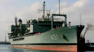 """La tripulación del """"Kharg"""" pudo ser evacuada antes de que el buque se hundiera frente al puerto de Jask, en el sur del Irán"""