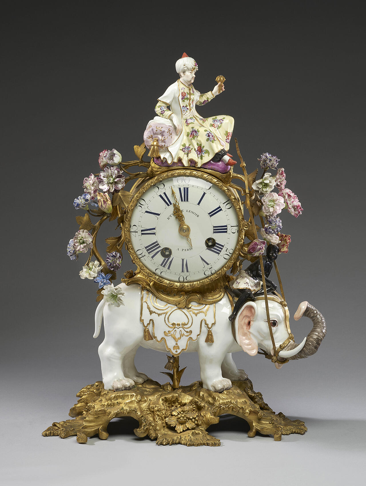 Часы со слоном. Мейсенская мануфактура, модель Петера Рейнеке. Ноябрь 1743. Цветы французской работы, около 1750.