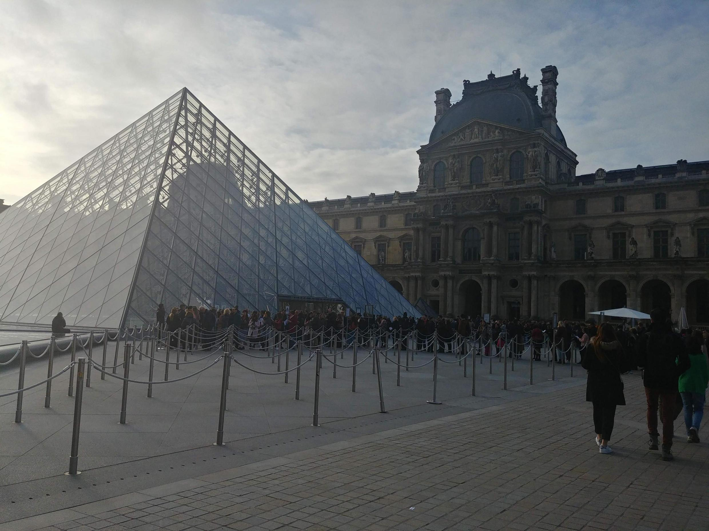 The International Heritage Fair was held at the Louvre.