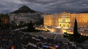 Les Grecs ont manifesté devant le Parlement ce mercredi 7 novembre, avant le vote de nouvelles mesures d'austérité.