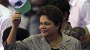 Jornais franceses desta trazem análise do primeiro ano do governo Dilma Rousseff.