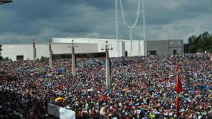 Milhares de peregrinos participaram nas cerimónias do Centenário das Aparições de Fátima em 2017.