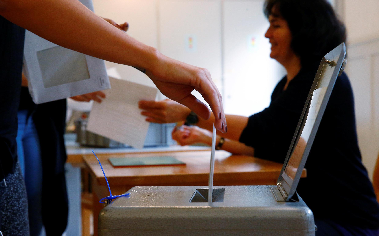 Suíços são consultados regularmente em referendos, sobre as propostas mais diversas.