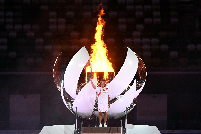 La joueuse de tennis japonaise Naomi Osaka, après avoir allumé la vasque olympique, le 23 juillet 2021 au Stade Olympique à Tokyo