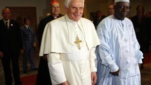 Le pape Benoît XVI en compagnie de Jacques Diouf, le directeur général de la  FAO, le 16 novembre 2009.