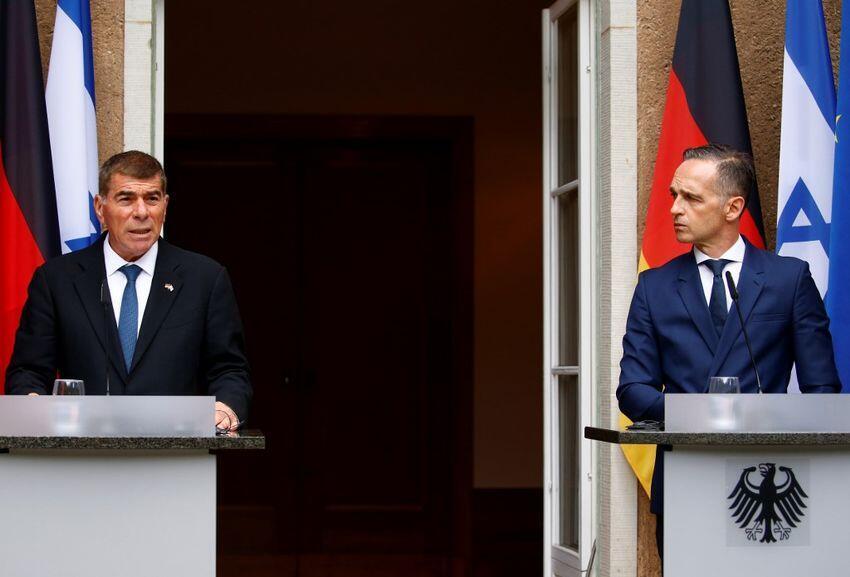 هایکو ماس و گابی اشکنازی وزرای امور خارجۀ آلمان و اسرائیل در یک کنفرانس مطبوعاتی.