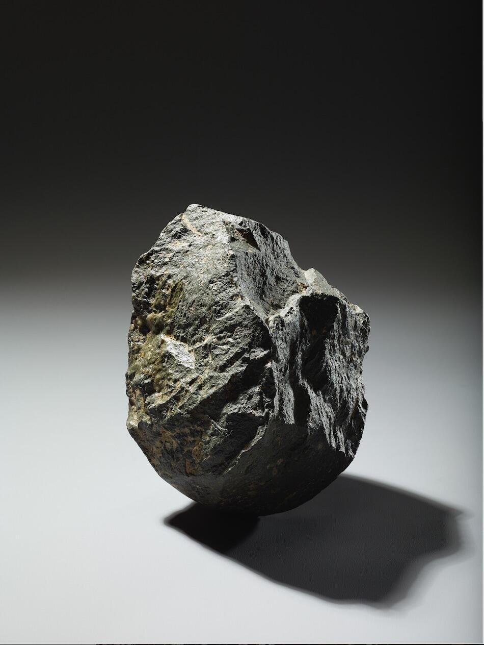 """""""Chopping tool"""" piedra tallada hace dos millones de años, como utensilio. Tanzania."""