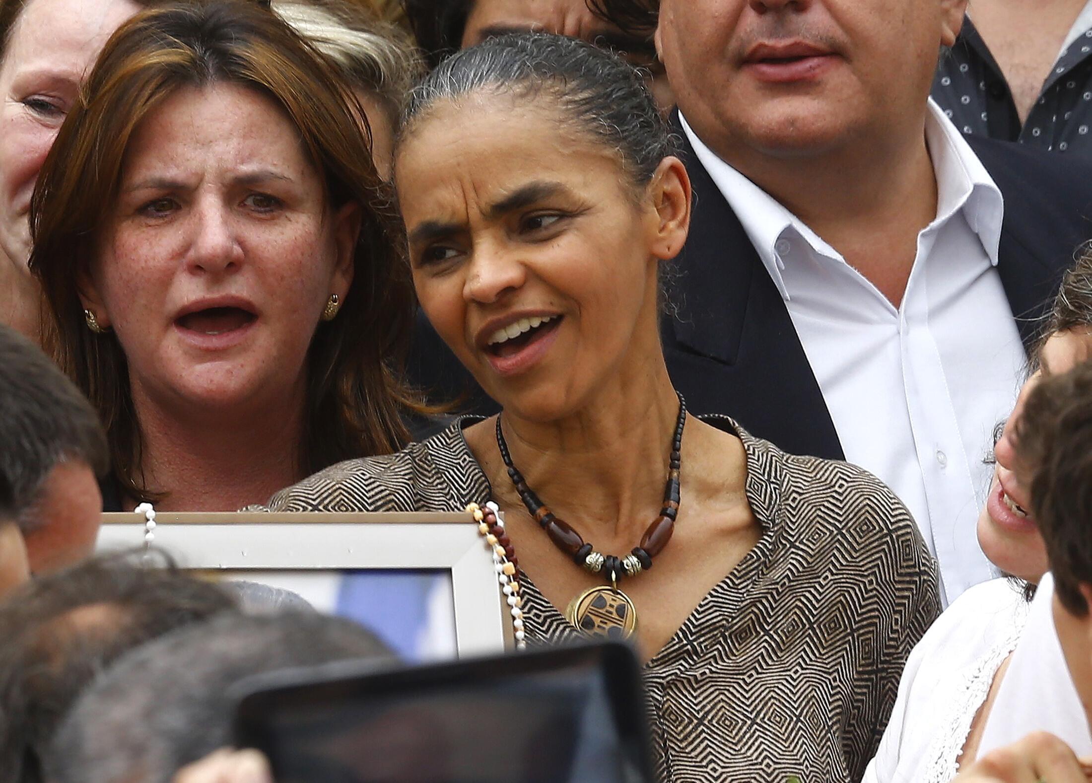 Marina Silva (C) durante el entierro de Eduardo Campos en el Palacio de Gobierno de Recife, el 17 de agosto de 2014.
