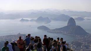 Turistas visitam um dos maiores cartões postais do Rio de Janeiro e demonstram intenção de voltar à cidade.