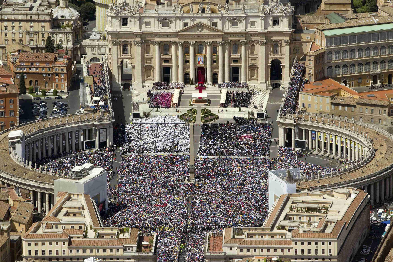 Площадь святого Петра 1 мая 2011 года, в день причисления к лику блаженных Иоанна-Павла II
