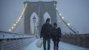 Le pont de Brooklyn sous la neige, le 8 février 2013.