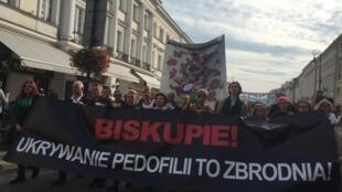 «Cacher la pédophilie est un crime !», ont dénoncé les manifestants polonais.