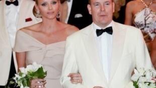摩纳哥亲王阿尔贝和新王妃查伦∙维特施托克(Charlene Wittstock)