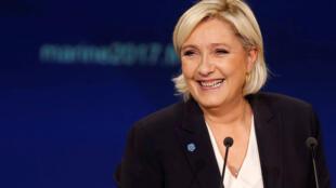 Ao banalizar a imagem da extrema-direita, Marine Le Pen tem atraído um novo eleitorado