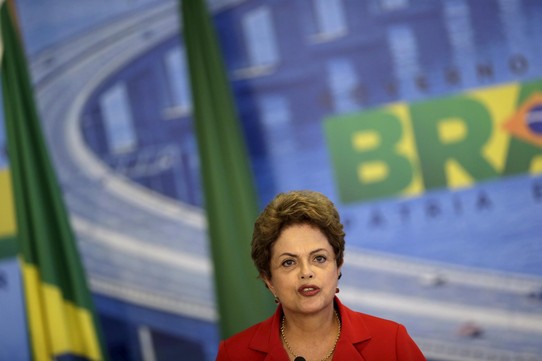 A presidente do Brasil, Dilma Rousseff, desembarca no México nesta segunda-feira, 25 de maio de 2015, em sua primeira visita de Estado ao país.