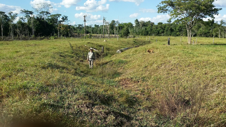 Valas cravadas no solo indicam mecanismo de defesa das aldeias pré-colombianas.