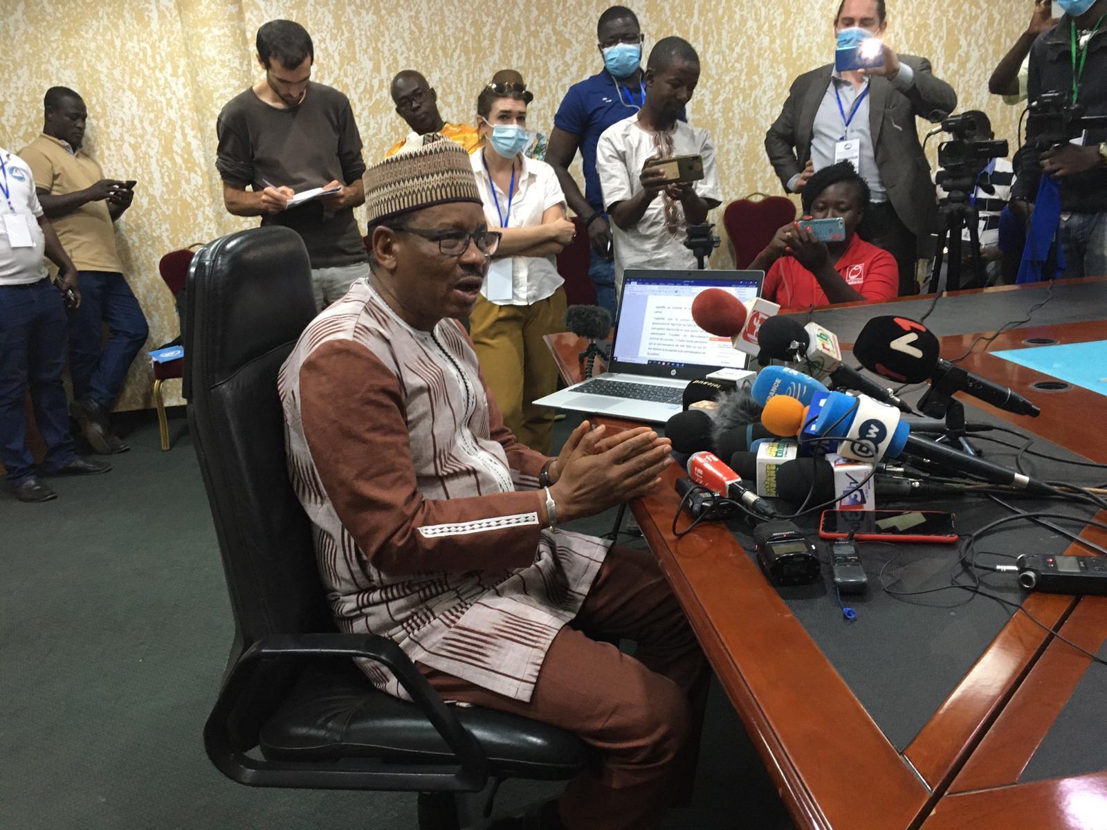 Newton Ahmed Barry, presidente da comissão eleitoral satisfeito com o desenrolamento da votação nas presidenciais e legislativas no Burkina Faso