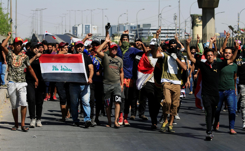 Манифестанты в Багдаде 4 октября 2019.