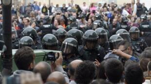 Intervenção de forças policiais para impedir referendo deste domingo da independência da Catalunha
