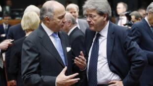 O ministro de Relações Exteriores da França, Laurent Fabius, diz que, por enquanto, a adoção de novas sanções contra a Rússia será adiada.