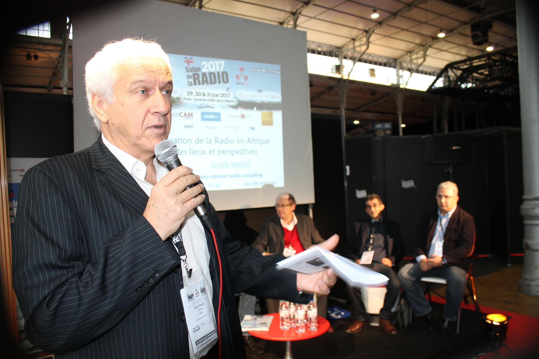 Alain Massé estime qu'il il faudra entre 20 et 30 ans pour passer au tout numérique.