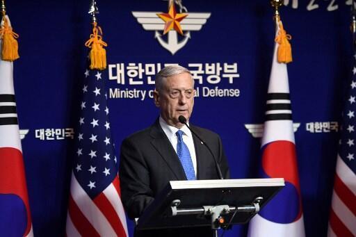 Bộ trưởng Quốc Phòng James Mattis trong một cuộc họp báo tại Seoul, 28/10/2017.