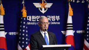 Bộ trưởng Quốc Phòng Mỹ James Mattis họp báo tại Seoul, Hàn Quốc, ngày 28/10/2017.