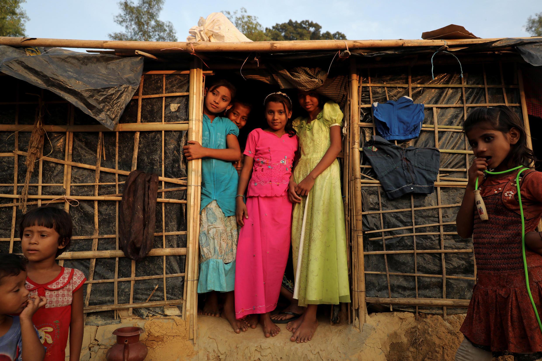Crianças Rohingyas num campo de refugiados perto de Cox's Bazar, no Bangladesh.